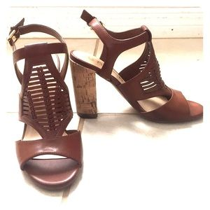 < Unisa > Brown Leather Heeled sandals